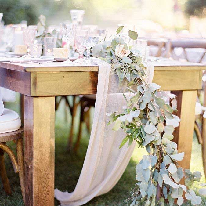 Rustic wedding tables are taking over this year!
